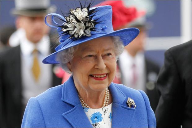 regina-elizabeth-a-ii-a-va-sarbatori-jubileul-de-diamant-cu-vin-englezesc-si-sub-o-ploaie-marunta-12034