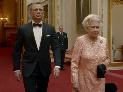 james-bond-regina-elisabeta
