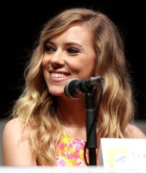 Scarlett_Johansson_by_Gage_Skidmore