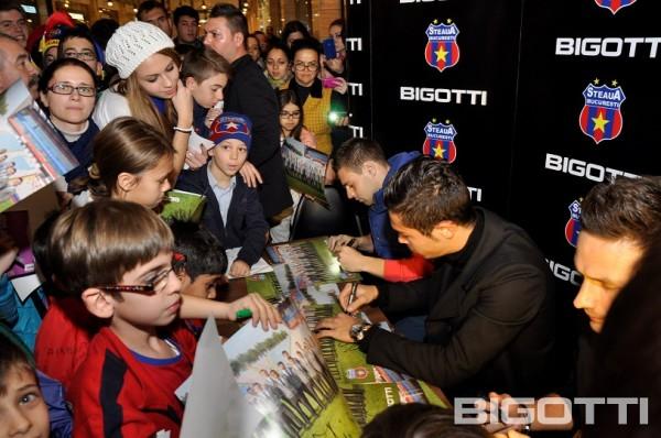 Steaua - Shopping si autografe in magazinul BIGOTTI (1)