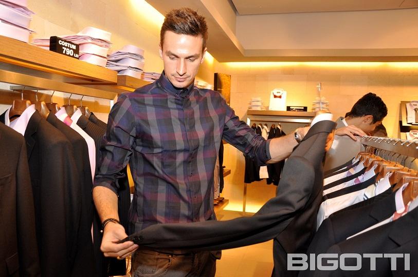 Steaua - Shopping si autografe in magazinul BIGOTTI (5)