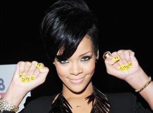 www.doyounoah.com rihanna-yellow emoticons nails