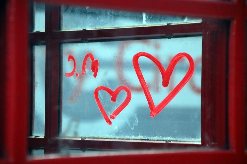 5 pași pentru a crea o atmosferă romantică