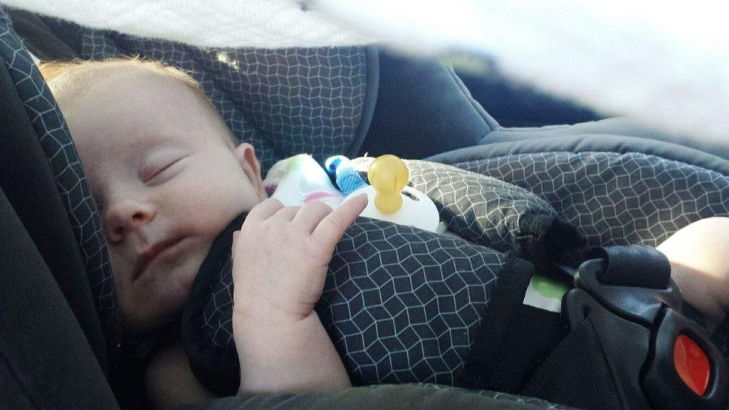 Cum să alegeți scaunul potrivit de mașină pentru nou-născut
