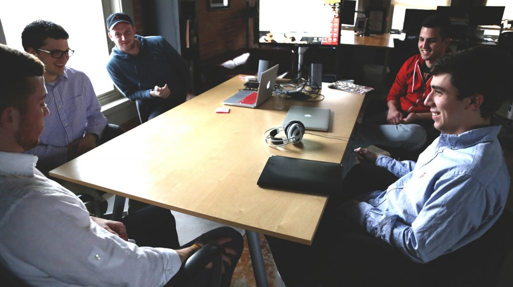 10 idei de cadouri pentru colegii de birou