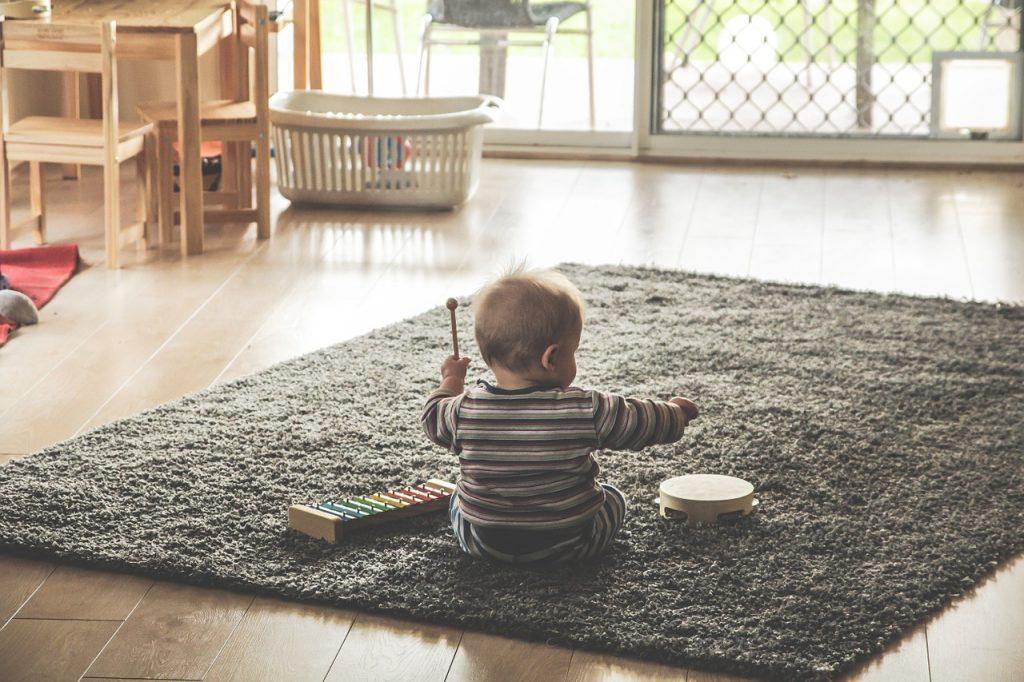 Idei de cadouri pentru familii cu copii mici