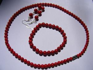 Castiga un set de bijuterii din coral rosu de la Funny Bijoux